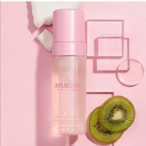Kylie Cosmetics Makeup - Kylie Skin By Kylie Jenner Foaming Face Wash